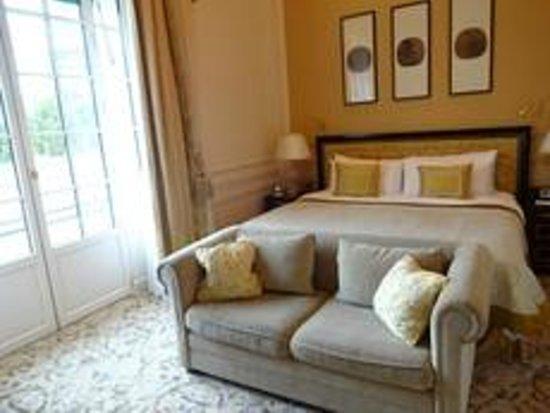 شانجريلا هوتل باريس: 平均的はホテルのお部屋よりは広い