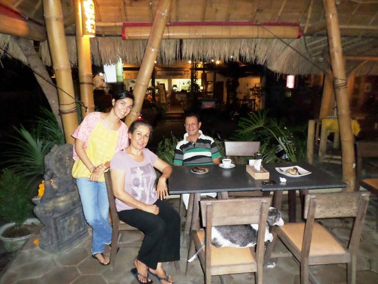 Warung Sharaswhaty: The lovely very helpful owners