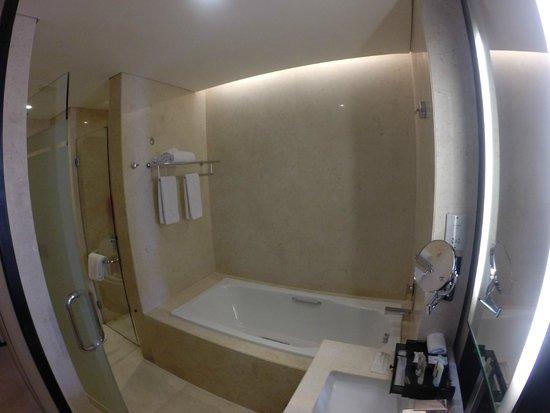 Crowne Plaza Semarang: Bathub terpisah