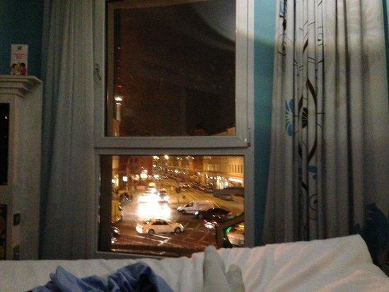 Ibis Styles Berlin Mitte: Ett av fönstrena med utsikten