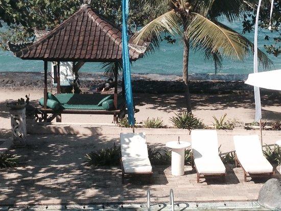بوري باجوس كانديداسا فيلاز: View from the pool area .