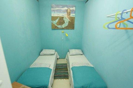 Art Hostel Suitcase: Комната для 2-х с раздельными кроватями