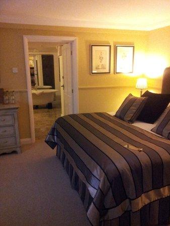 The Crown Inn Elton: Huge luxery bedroom