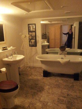The Crown Inn Elton: absolutely stunning bathroom