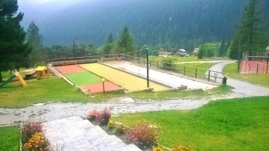 Centro sportivo: campi da bocce e campo sabbia per bambini
