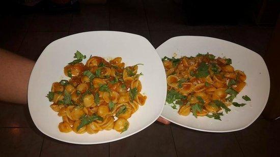 Macelleria Braceria San Foca: Orecchiette al pomodoro scatterisciato