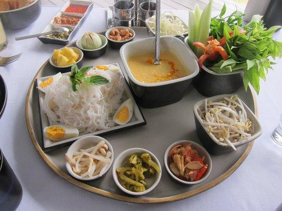 سلال فوكيت ريزورت آند سبا: Lunch - Yum woon sean (similar to laksa)