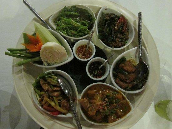 سلال فوكيت ريزورت آند سبا: Dinner - Thai tasting menu