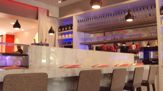 Le Café Kousmichoff: Lovely design at Café Kousmichoff
