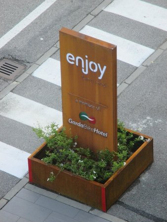 Enjoy Garda Hotel: hotel entrence