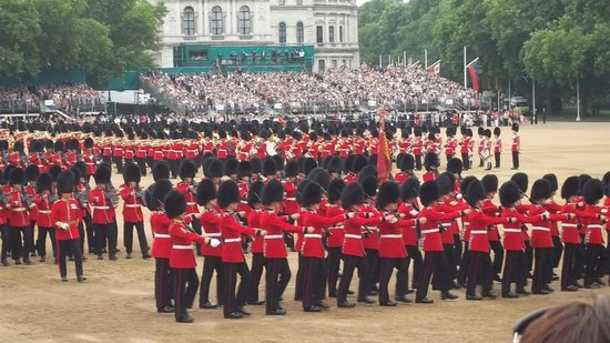 ‪‪Trooping the Colour‬: Quick March‬