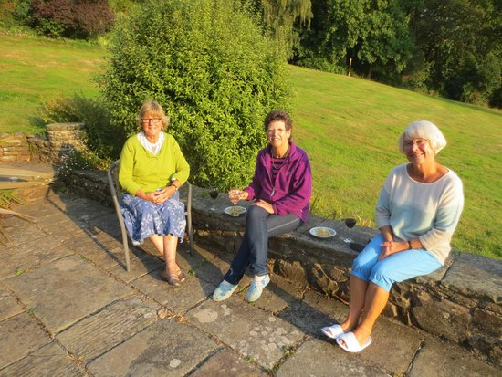 Lynch Country House: relaxing on terrace
