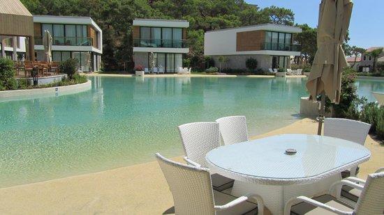 ريكسوس بريميوم تيكينوفا: Villa blokları ve havuz