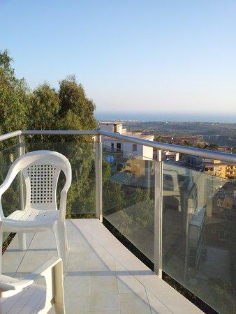 هوتل إكسكلوسيف: View from the balcony