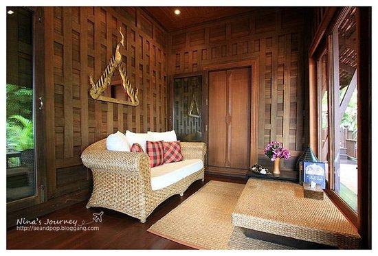 شاكرابونجس فيلاز: River View Suite : Living Room