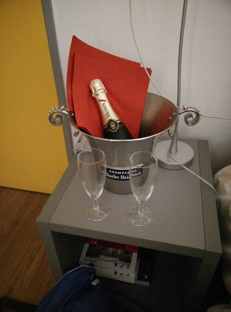 Hôtel de la Mare : champagne offerto dal hotel