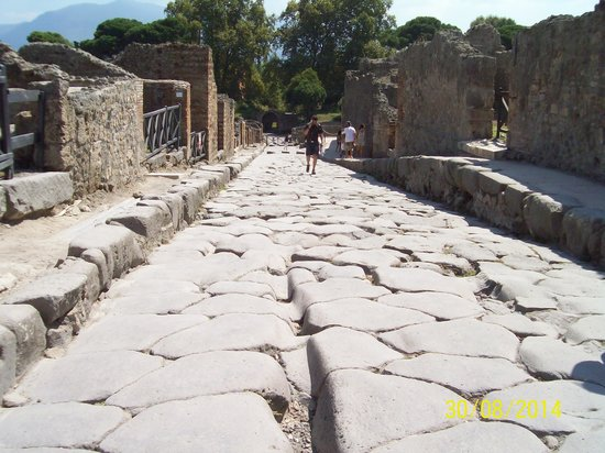 Pompeii Archaeological Park: Pompeii street