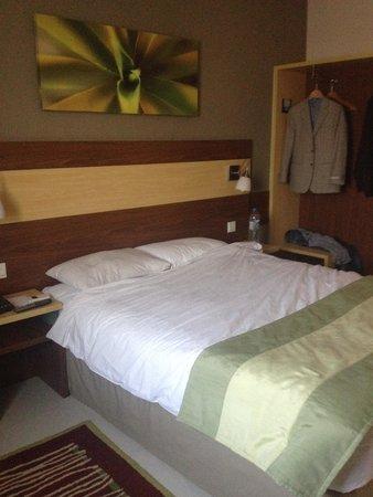 فندق سيتي ماكس الشارقة: dr wael