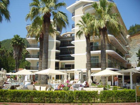 Sea Star Marmaris: Beach view of hotel.