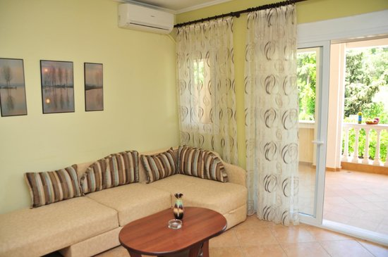 Eleonas Apartments: Living room