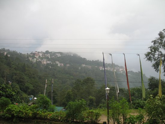 Himalayan Retreat & Resort: view of pelling from roof