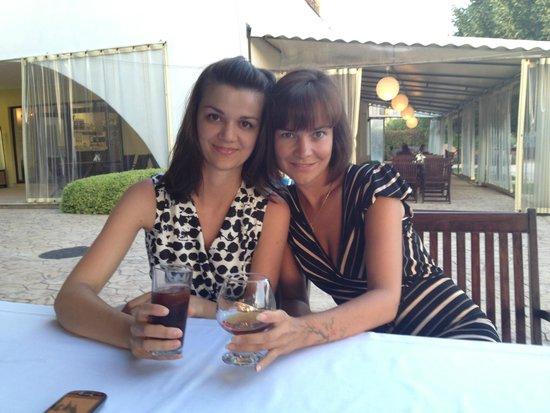 Antika Restaurant: Столик на веранде