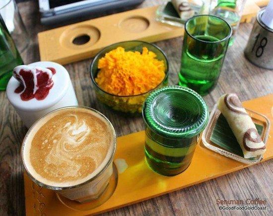 Seniman Coffee Studio: Flat white