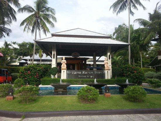 Horizon Karon Beach Resort & Spa: Front of Horizon Karon