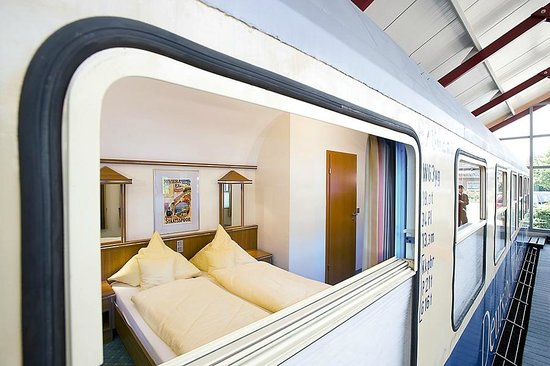 Gasthof Dueckinghaus: Blick vom Bahnsteig ins Abteil