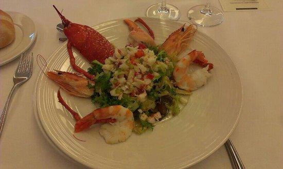 Restaurante Las Delicias: Ensalada de bugre y langostinos con su coral y vinagreta cremosa de manzana.