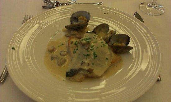 Restaurante Las Delicias: Lubina con almejas y hongos
