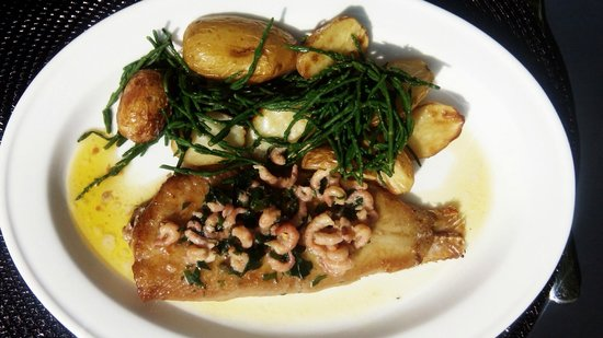 ‪‪The George Grill‬: Lemon Sole, brown shrimps, samphire and oak smoked potatoes‬
