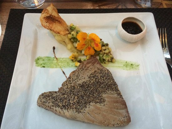 Saint Florent, France: Steak de thon rouge...à tomber!