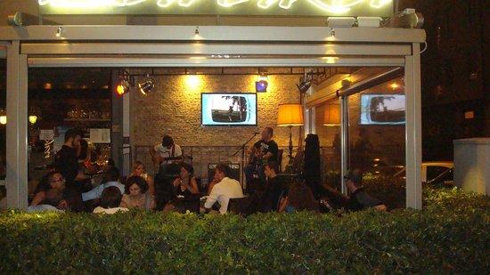 Baraka Cafe: Live music