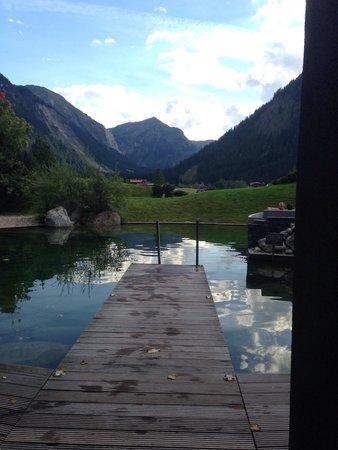 Hotel Jungbrunn - Das Alpine Lifestyle Hotel: Der Aussenteich für den Sprung ins kalte Wasser nach der Sauna