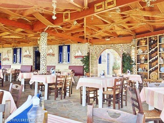 Votsalo Taverna: Interior.