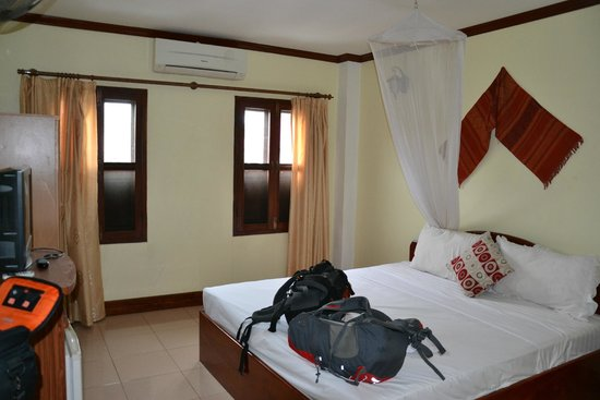 Khammany Inn II Hotel: postel
