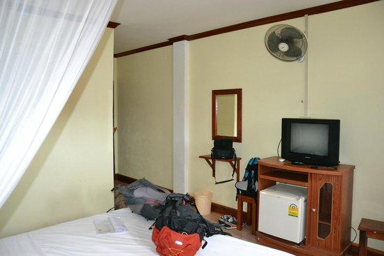 Khammany Inn II Hotel: pokoj