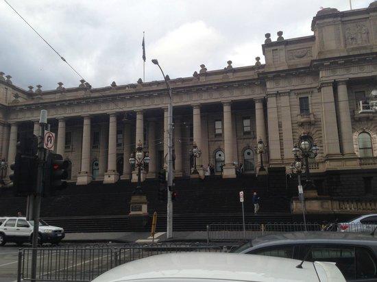 شيراتون ملبورن هوتل: opposite lane the parliment building