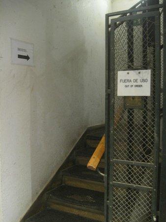 Hotel Conde Luna: Escalier de la honte pour un 4 etoiles