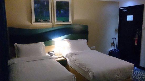 Holiday Villa Bahrain Hotel & Suites: Basic room