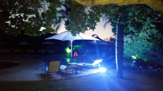 بروتيا هوتل رانش ريزورت: The pool area at night