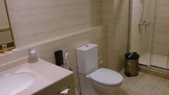Holiday Villa Bahrain Hotel & Suites: Bathroom