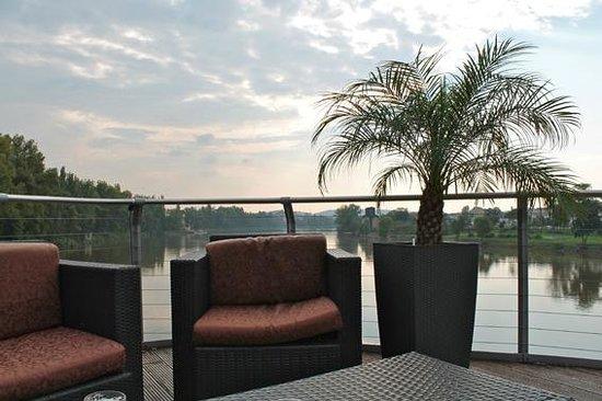 Greenyacht Hotel: Abendstimmung an Deck