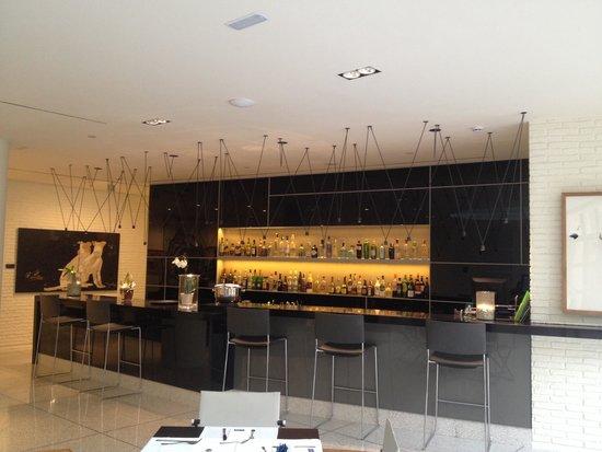 H10 Art Gallery: Bar