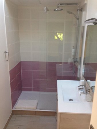 Les Arums de Sanguinet: Modern bathrooms!