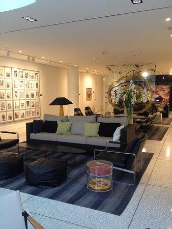 H10 Art Gallery: Lobi