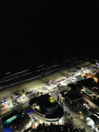 فندق هيلتون سيرفرز بارادايس ريزيدانسيز: night market