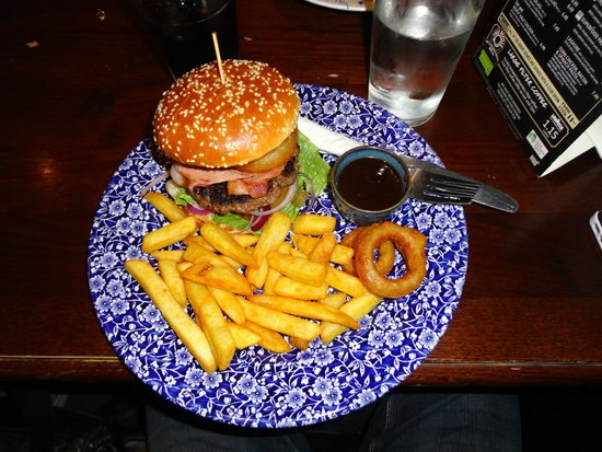 The Post & Telegraph: Hamburger with onion rings