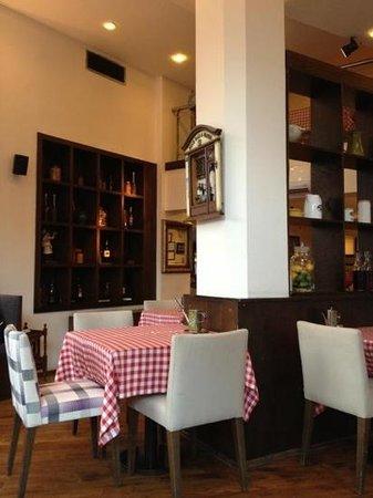 Italiano Cafe: Nice inner decoration